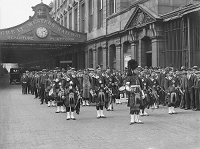 Great Western Railway war recruits, Paddington station, 1916